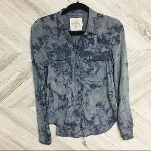 H&M   Blue Splatter Printed Button Down Shirt Sz 2